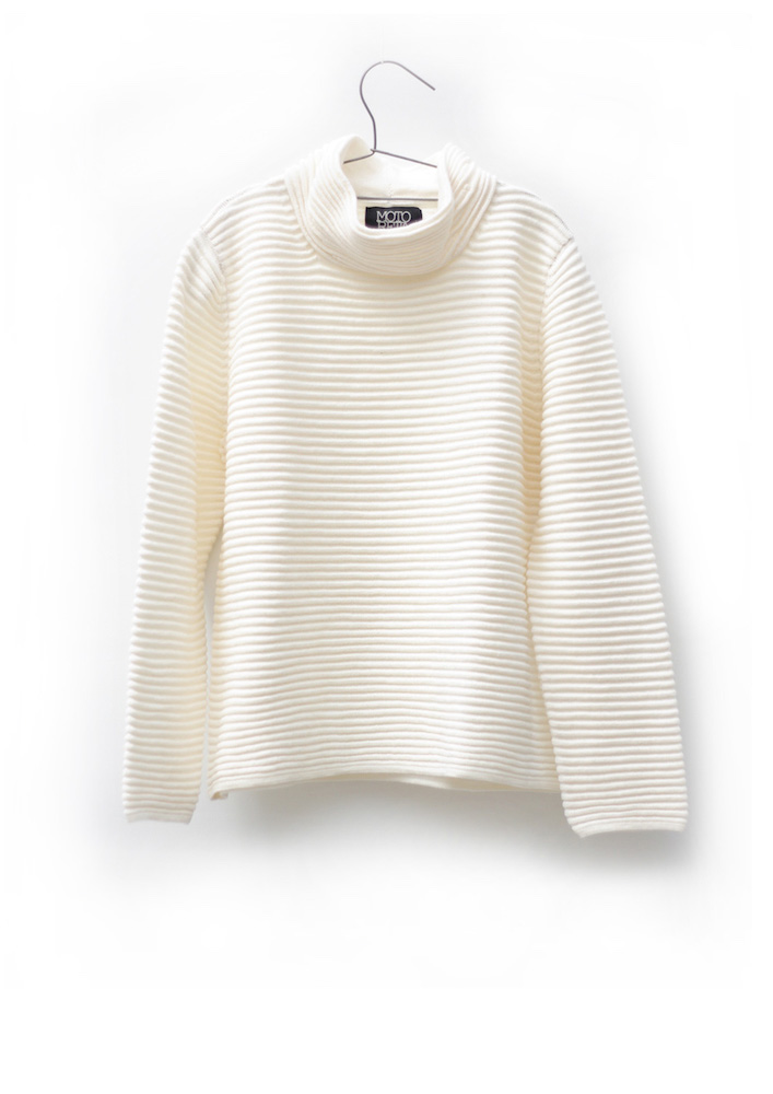 Wide turtleneck sweater off white | MOTORETA